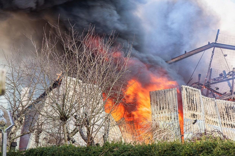 En stor brand i Henne skabte problemer for togtrafikken i området. Presse-Fotos.dk/Ritzau Scanpix