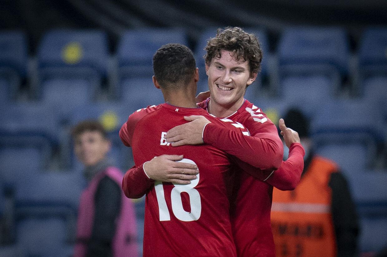 Jonas Wind jubler her sammen med Alexander Bah efter FCK-angriberens scoring mod Sverige i en testkamp i november. Senere i samme kamp scorede Bah også. Liselotte Sabroe/Ritzau Scanpix