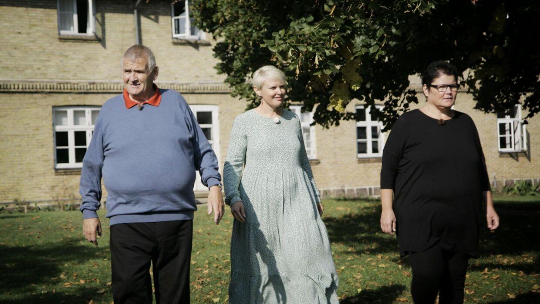 Her er Line Hansen, Allan Petersen og Merethe Kasten tilbage på Ubberup Højskole i 'Livet er fedt - 20 år efter'. Tv2-foto