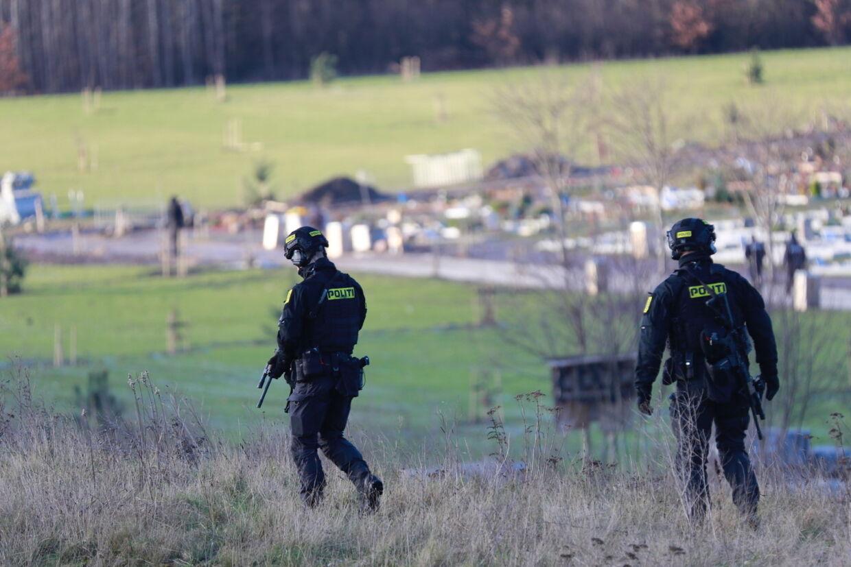 Der var flere politifolk til stede under begravelsen, som blandt andet sørgede for ro og orden under begravelsen.