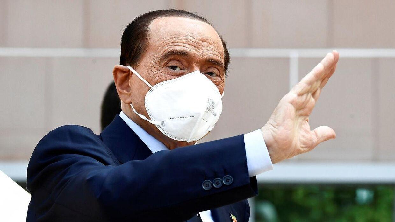 Italiens tidligere premierminister, 84-årige Silvio Berlusconi, har hjerteproblemer og er blevet indlagt på et hospital i Sydfrankring. Den flamboyante mangemilliardær og mediemogul var også indlagt i september, da han blev ramt af covid-19.