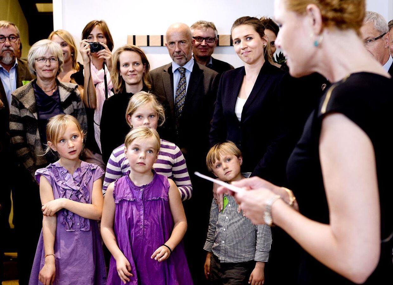 Arkivfoto: Der skal ikke længere være loft på børnechecken, som den borgerlige regering ellers havde lagt op til. På billedet ses Beskæftigelsesminister Mette Frederiksen (S) med sine børn.
