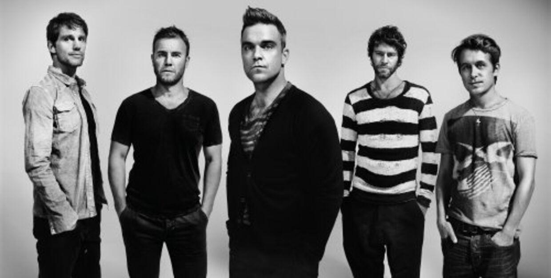 Take That foreviget af en anden stjerne, nemlig den canadiske sanger Bryan Adams, der fotograferede bandetunder deres genforening.