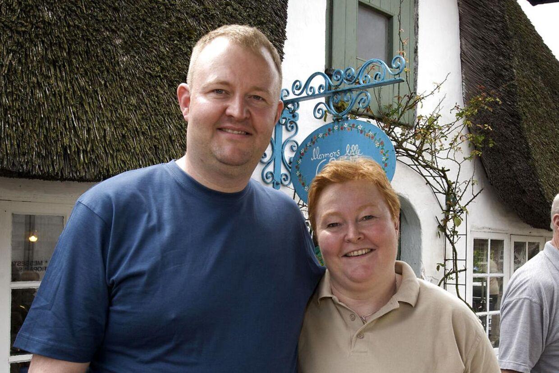 Indehaveren af Mormors lille café i Møgeltønder, Pia Berg-Mantzen, med sin bror, Peter, har fået brug for mange, ekstra hjælpende hænder op til og under den store, royale begivenhed i denne weekend i Møgeltønder.