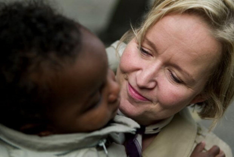 Det er godt halvandet år siden profilvært, Tine Götzsche adopterede sønnen Jakob. Hun overvejer stadig, om han skal have en bror eller en søster. Foto: Jeppe Carlsen