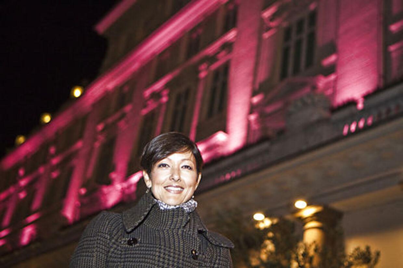 Grevinde Alexandra var onsdag aften med til at lyse Hotel D'Angleterre op i et forsøg på at støtte op omkring kampen mod brystkræft, samt forsøge at slå rekorden i Guiness Rekordbog med flest oplyste bygninger på 24 timer.