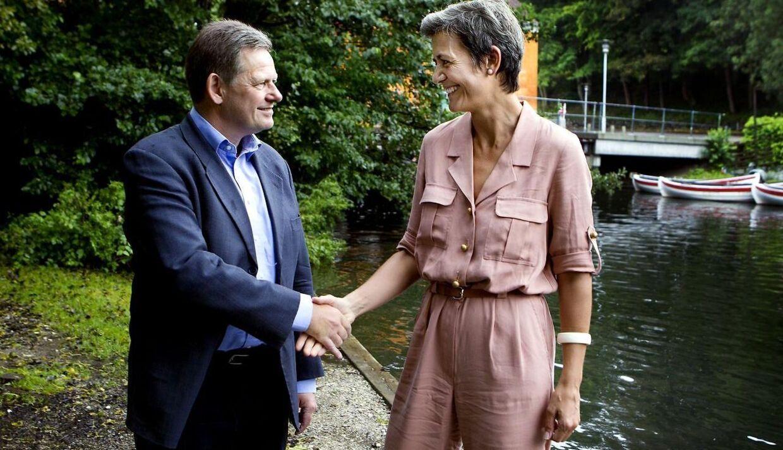 Lars Barfoed og Margrethe Vestager gav i går hånd på deres nye alliance.