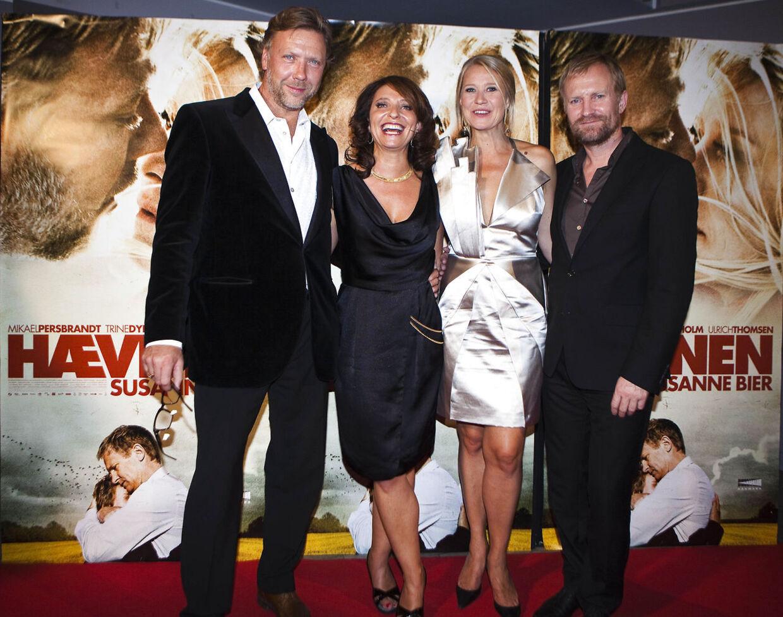 Gallapremiere på Susanne Biers nye film Hævnen i Imperial Bio onsdag 25. august, her den svenske skuespiller Mikael Persbrandt (t.v.), Susanne Bier (t.v.), Trine Dyrholm (t.h.) og Ulrich Thomsen (t.h.) på den røde løber.