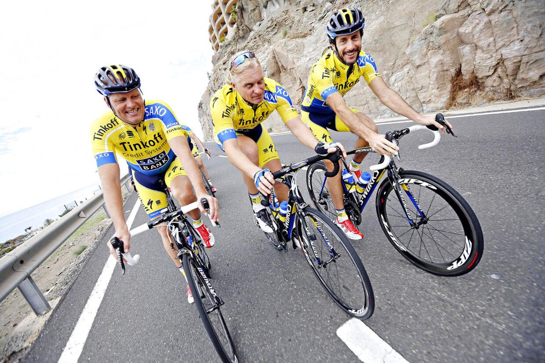Tre magthavere på Team Tinkoff-Saxo på en træningstur på Gran Canaria. Bjarne Riis er sportslig leder, Oleg Tinkov leverer pengene og Stefano Feltrin er ny administrerende direktør.