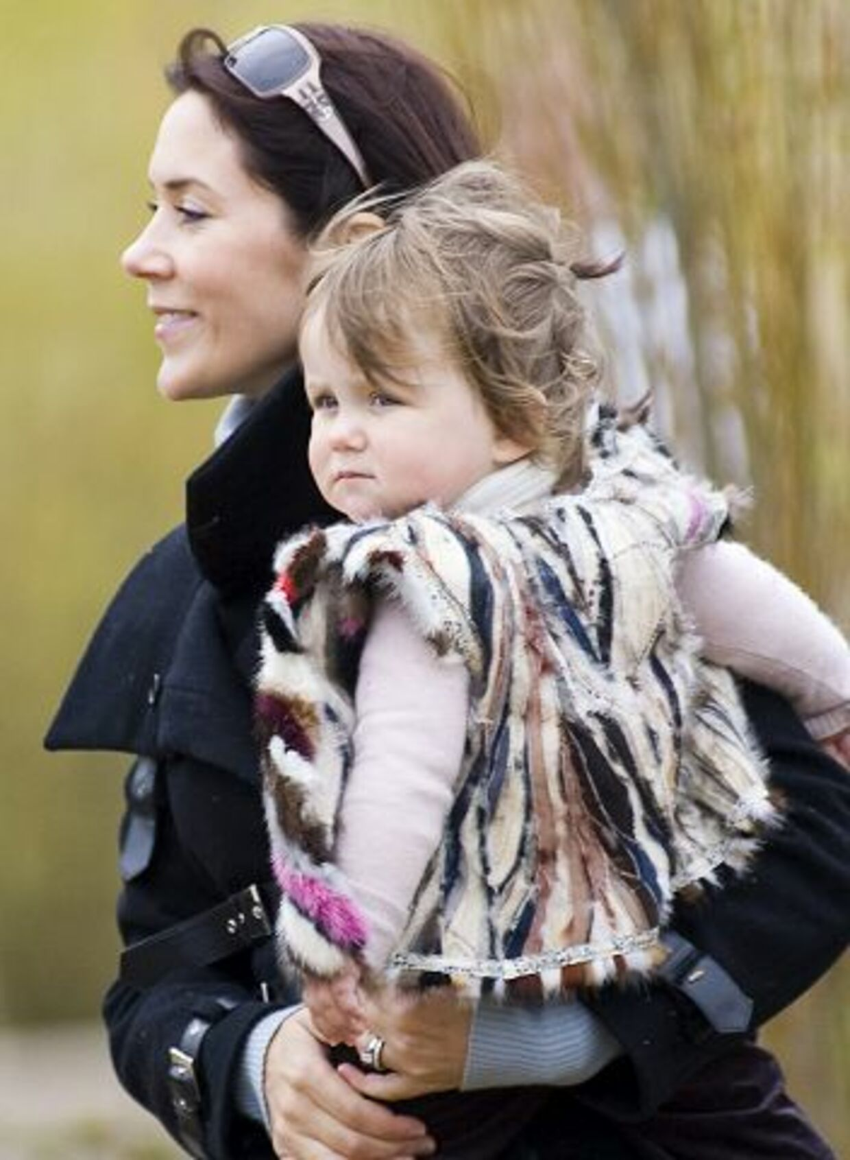 Kronprinsesse Mary har givet Isabella pels på. Det er faldet mange dyreaktivister for brystet.