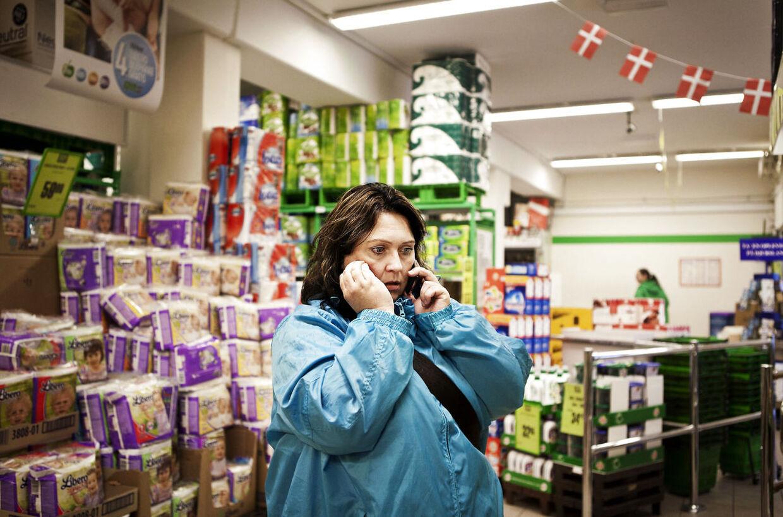 Mette Hansen – kendt fra TV2-programmet 'Velkommen til virkeligheden' – passede et rengøringsarbejde i ti dage. Nu skal hun opereres i sine hænder og håber, at hun derefter igen kan få et job.