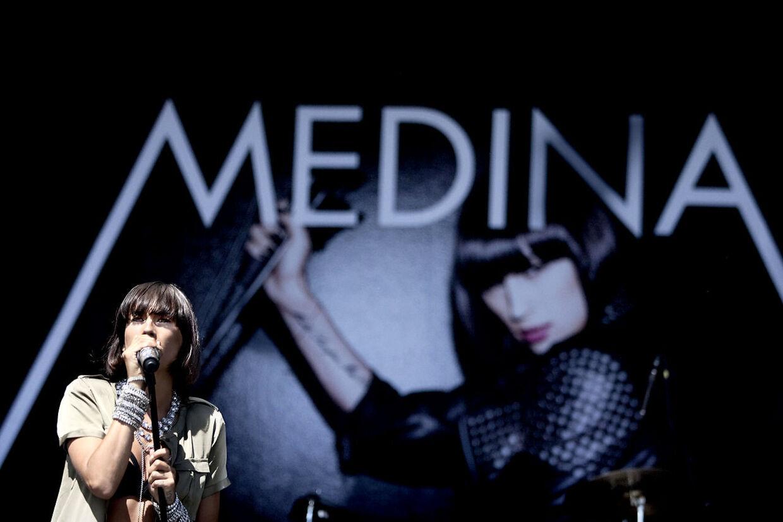 På mandag udkommer Medinas nye single 'Foraltid'.