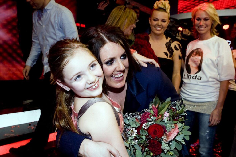 Linda og hendes datter jubler over sejren i X Factor.