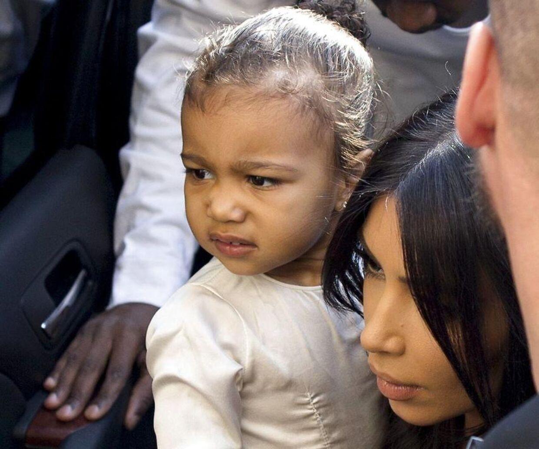 Kim Kardashian i 2015 med parrets første datter North.