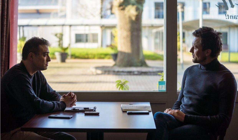 Farzam Abolhosseini har mødt William Kvist til et interview om tiden som sportslig ansvarlig i FCK.