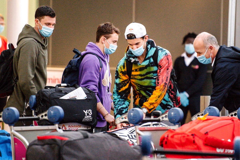 Dominic Thiem ankommer til lufthavnen i Adelaide inden Australian Open.