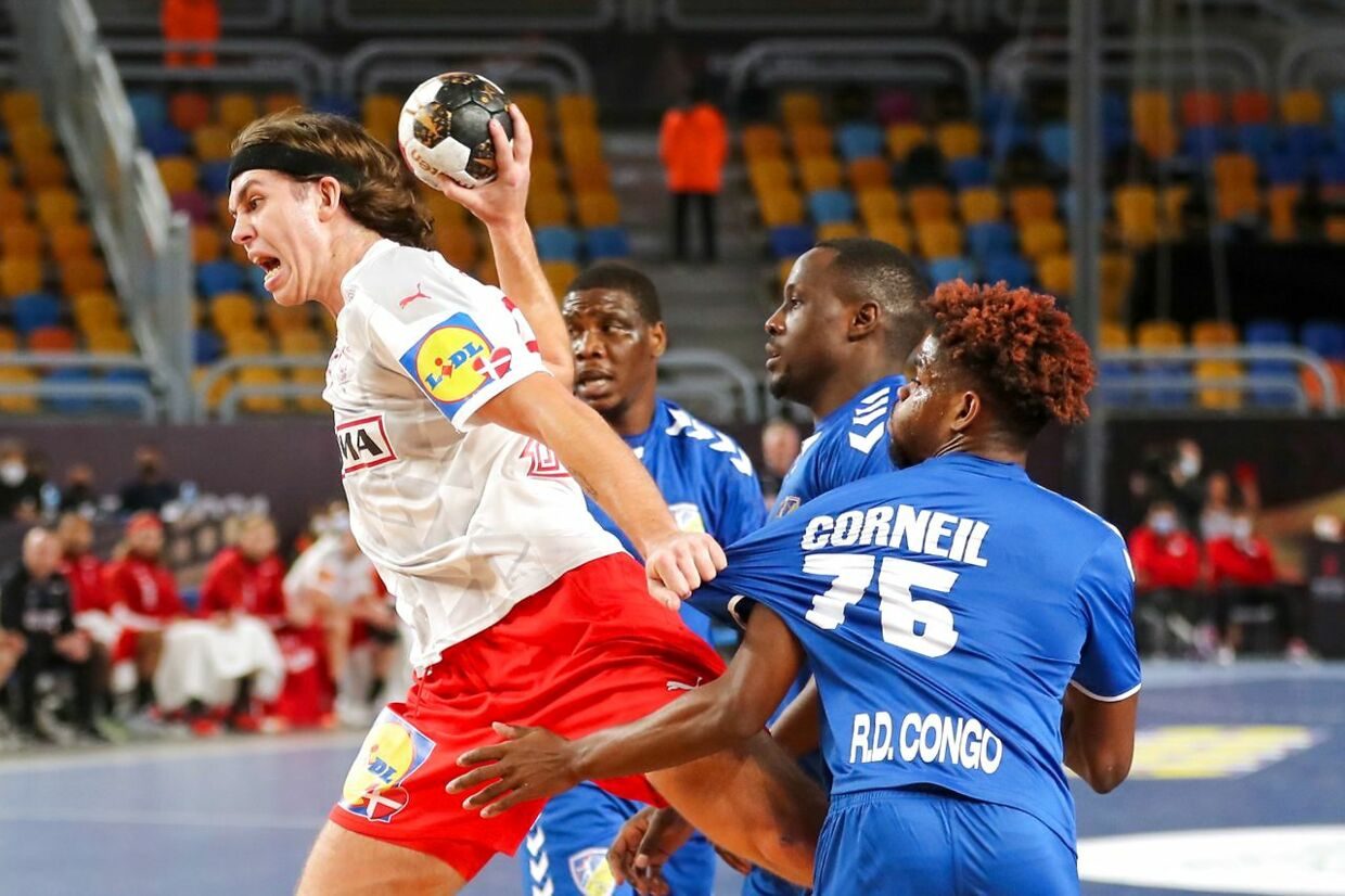 Denmark's left back Jacob Holm (L) is challenged by Democratic Republic of Congo's right winger Steeven Corneil Olivier (R) during the 2021 World Men's Handball Championship match between Group D teams DR Congo and Denmark at the Cairo Stadium Sports Hall in the Egyptian capital on January 17, 2021. (Photo by MOHAMED ABD EL GHANY / POOL / AFP)