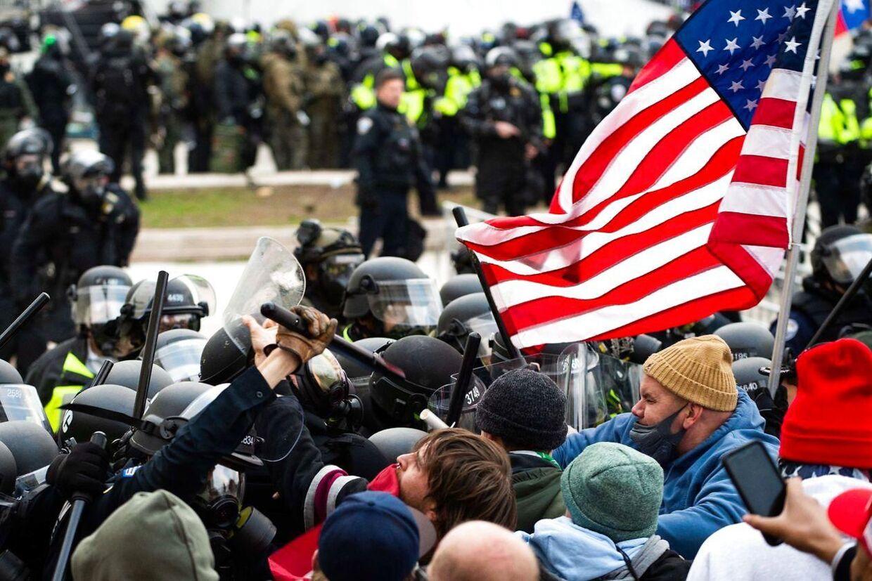 Trump-tilhængere overfalder kongressen i Washington D.C.