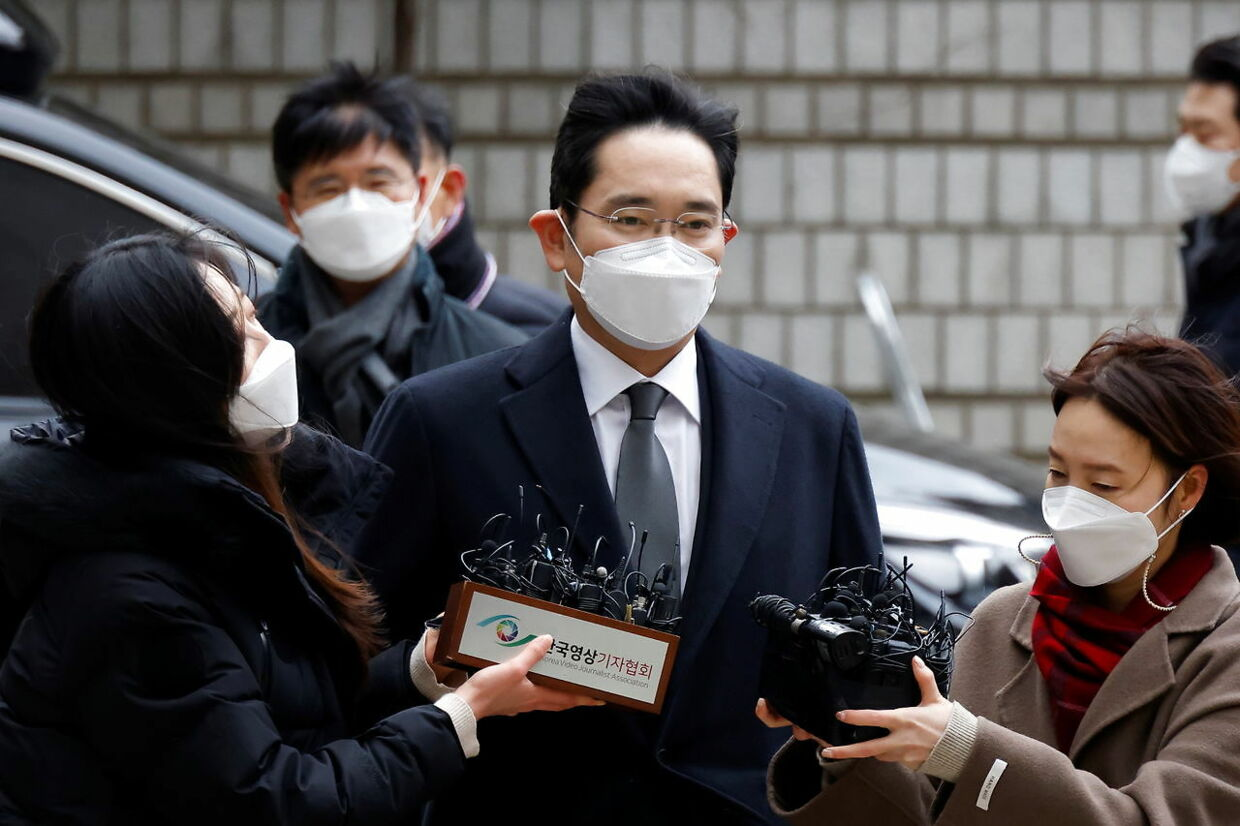 Samsung Group heir Jay Y. Lee arrives at a court in Seoul, South Korea, January 18, 2021. REUTERS/Kim Hong-Ji