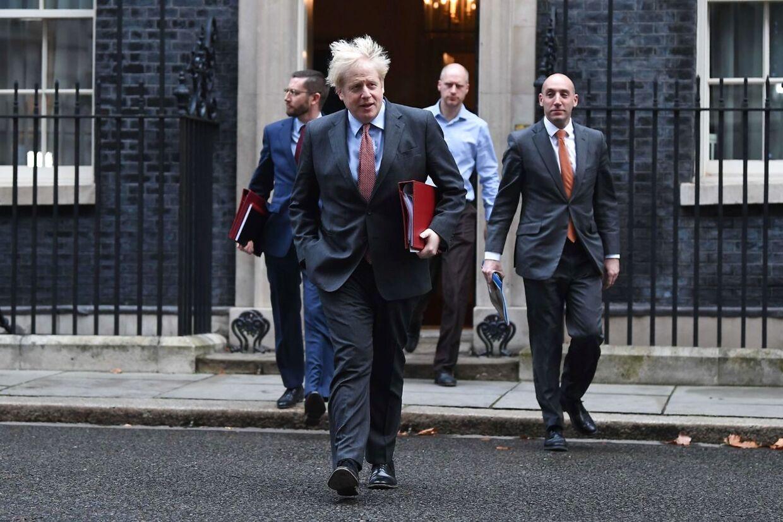 Boris Johnson på vej ud fra Downing Street 10. (Arkivfoto)