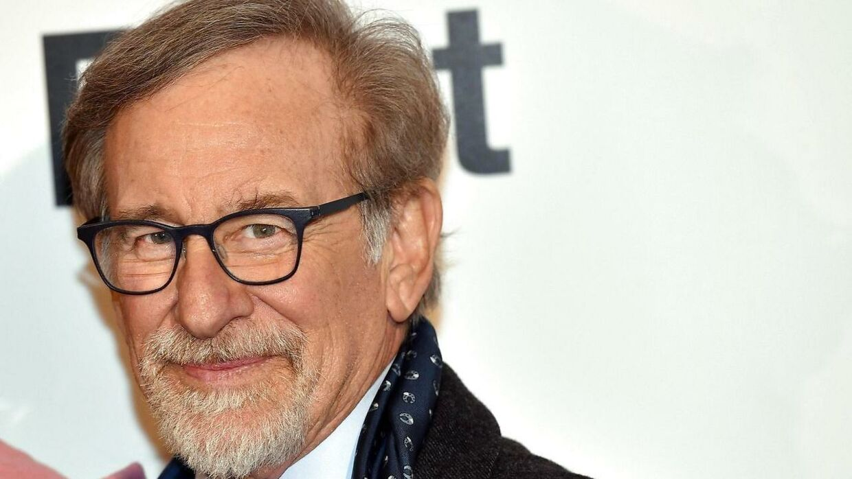 epaselect epa06441435 US director Steven Spielberg poses for photographers upon his arrival at the premiere of the film 'The Post' in Milan, Italy, 15 January 2018. EPA/DANIEL DAL ZENNARO