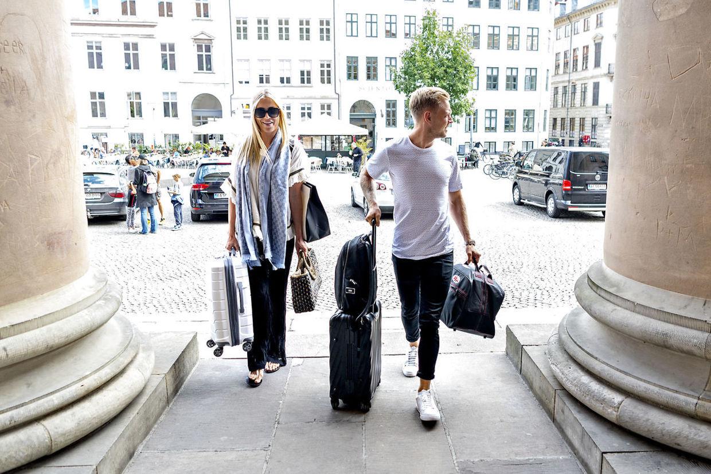 Kevin Magnussen ankommer i sin tid til byretten med hustru Louise Gjørup Magnussen (Foto Bax)