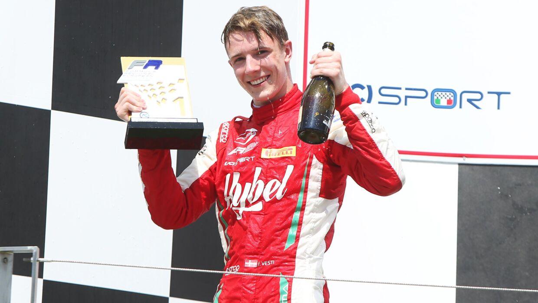 Frederik Vesti har skrevet kontrakt med Mercedes og er nu juniorkører for det succesfulde team. (pressefoto)