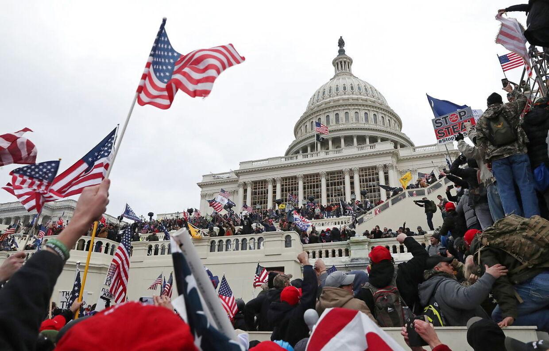 Mens Kongressen blev stormet af Trump-tilhængere, skrev Amanda Gorman sit digt til indsættelsen af den nye præsident.