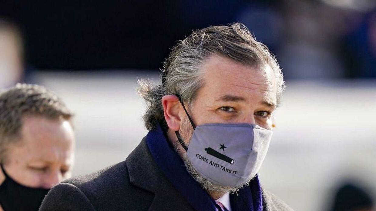 Ted Cruz med 'Come and take it'-masken.
