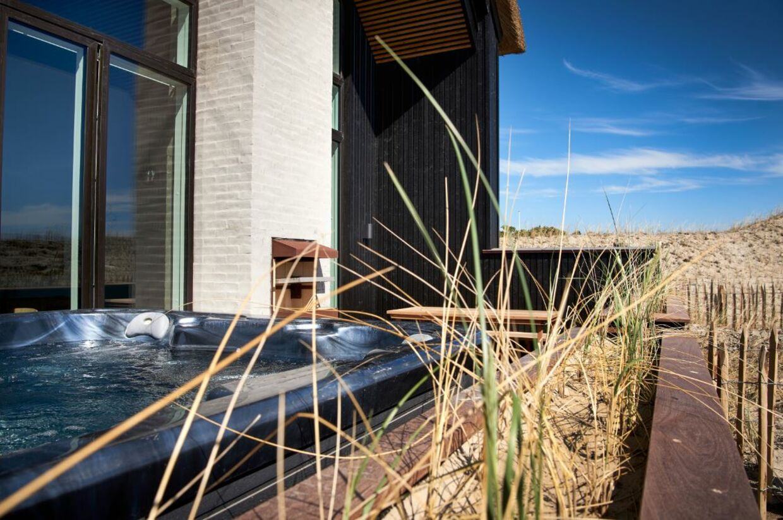 Strandvilla med egen spa på terrassen.