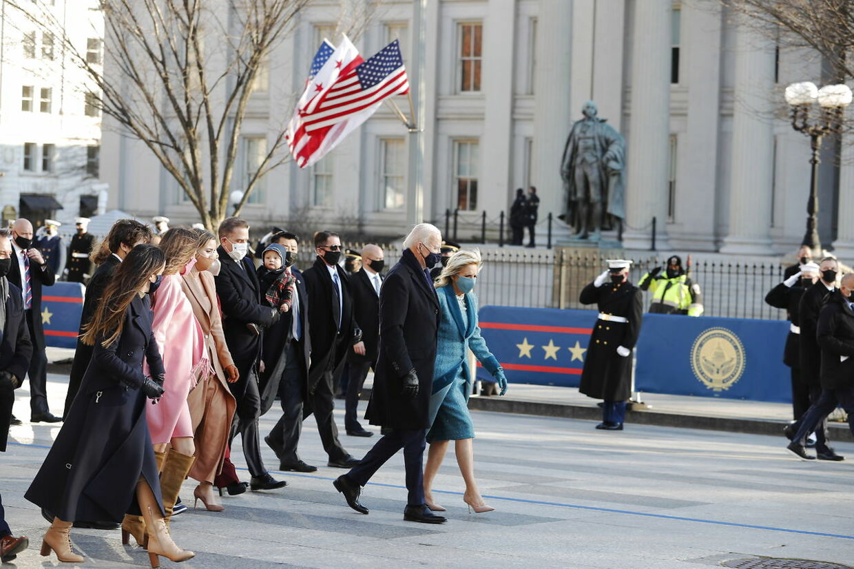 epaselect epa08954134 US President Joe Biden and First Lady Dr. Jill Biden walk down Pennsylvania Avenue with his family in front of the White House following the inauguration ceremony on the West Front of the US Capitol in Washington, DC, USA, 20 January 2021. Biden won the 03 November 2020 election to become the 46th President of the United States of America. EPA/ERIK S. LESSER
