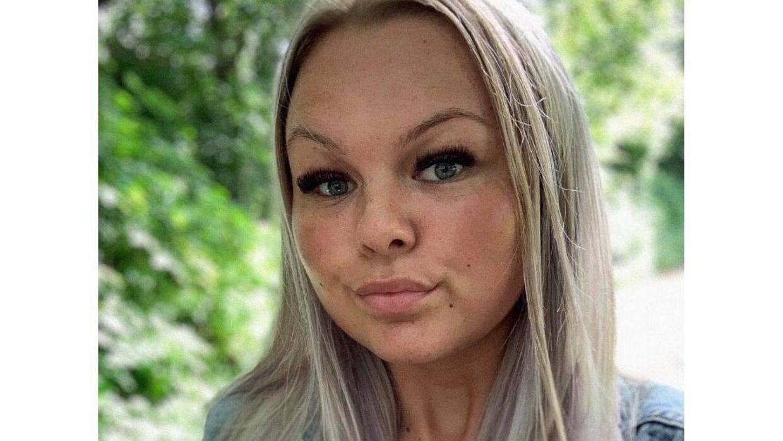 21-årige Freya Malu Schøn kunne pludselig se et billede af sig selv - oprindelig brugt i en helt anden sammenhæng - blive kommenteret flittigt af mænd, der ikke sparede på sexistiske og nedgørende bemærkninger om hende.»Det er en syg tendens at gøre sådan noget. Jeg kan jo se, at flere af dem, der kommenterer, er mænd med familie, kone og børn. Hvad laver de inde i sådan et forum,« spørger hun undrende.Foto: Privat