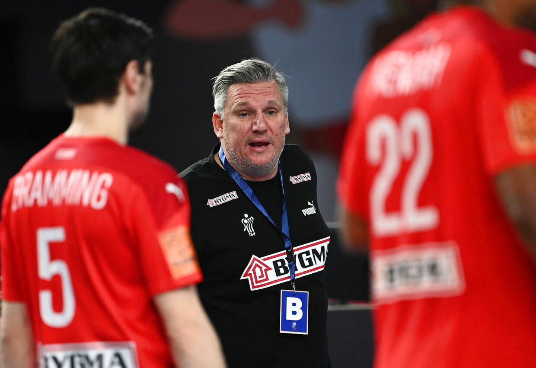 epa08956331 Denmark head coach Nikolaj Bredahl Jacobsen reacts during the match between Denmark and Qatar at the 27th Men's Handball World Championship in Cairo, Egypt, 21 January 2021. EPA/Anne-Christine Poujoulat / POOL