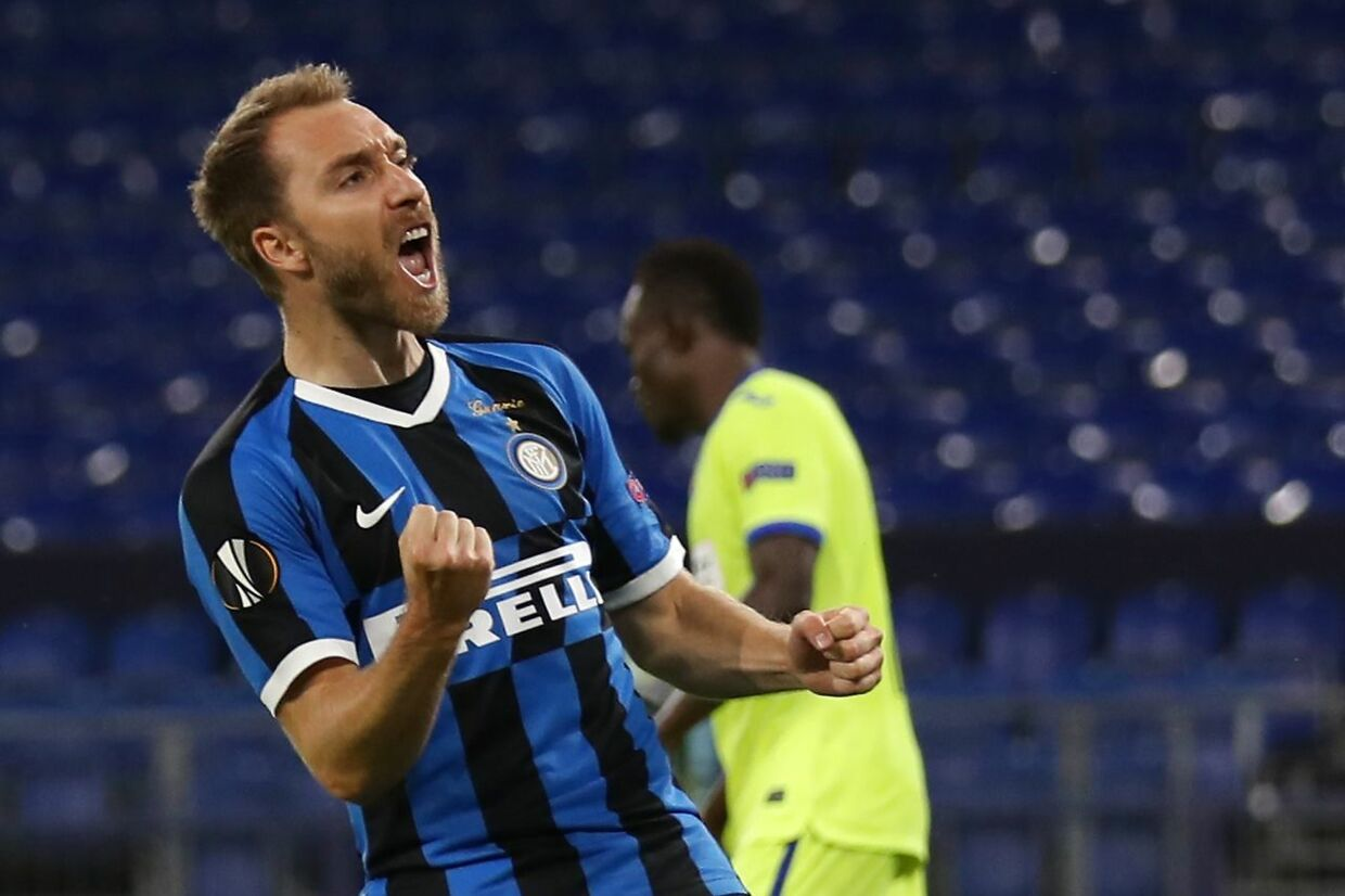 Inter Milan's Danish midfielder Christian Eriksen celebrates scoring the 2-0 goal with his team-mates during the UEFA Europa League round of 16 football match Inter Milan v Getafe on August 5, 2020 in Gelsenkirchen, western Germany. (Photo by Lars Baron / POOL / AFP)