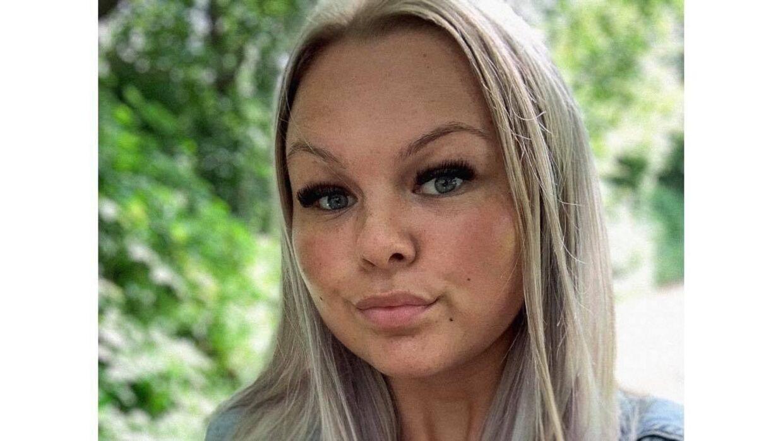 21-årige Freya Malu Schøn kunne pludselig se et billede af sig selv – oprindelig brugt i en helt anden sammenhæng – blive kommenteret flittigt af mænd, der ikke sparede på sexistiske og nedgørende bemærkninger om hende. »Det er en syg tendens at gøre sådan noget,« siger hun. Foto: Privat
