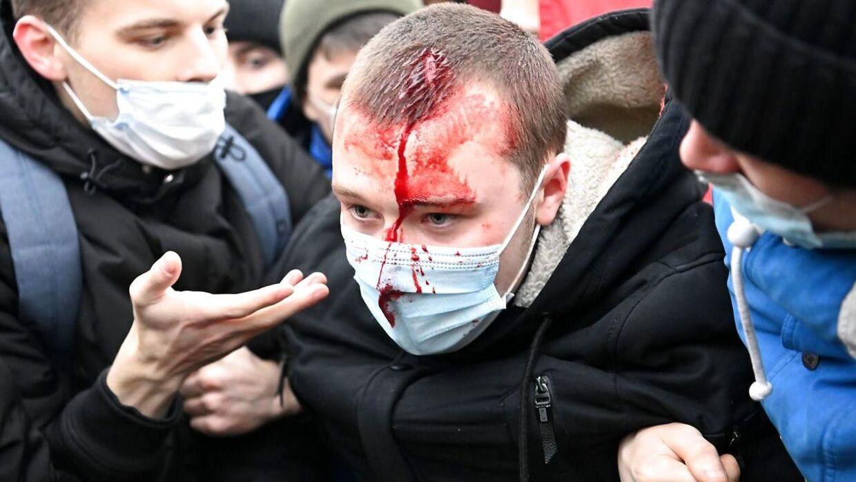 Protester i hele Rusland mod fængsling af Navalnyj. Billedet her er fra Moskva, hvor over 10.000 er på gaden.