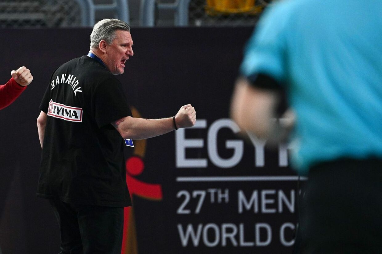 Denmark's coach Nikolaj Jacobsen reacts during the 2021 World Men's Handball Championship between Group II teams Denmark and Qatar at the Cairo Stadium Sports Hall in the Egyptian capital on January 21, 2021. (Photo by Anne-Christine POUJOULAT / POOL / AFP)