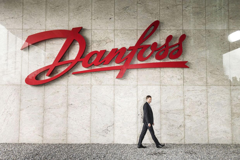 Medarbejdere fra Danfoss-fabrikken i Kolding, som står til fyring, skal oplære de polakker, der overtager deres job.