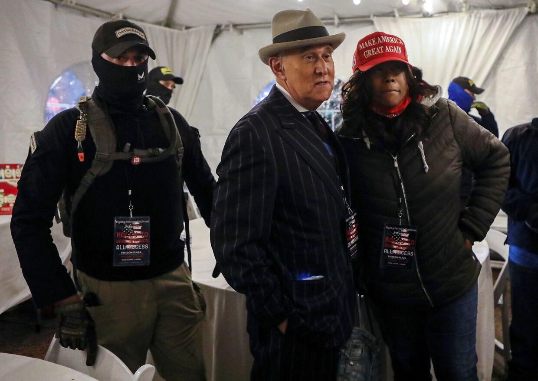 Medlemmer af Oath Keepers udgjorde beskyttelse for Roger Stone, som før jul blev benådet af Donald Trump, dagen før stormen på Kongressen.