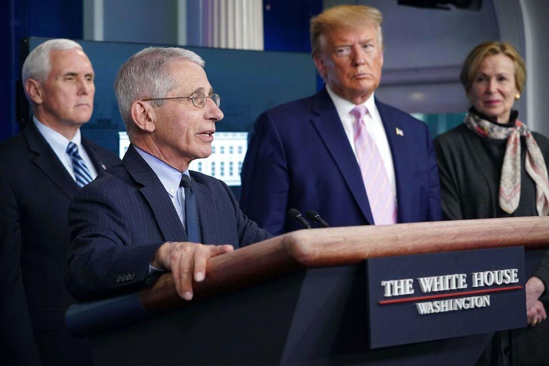 ARKIVFOTO af Anthony Fauci. I baggrunden Donald Trump, Mike Pence og Deborah Birx.
