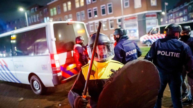 Også i det centrale Amsterdam var der sammenstød mellem politi og demonstranter.