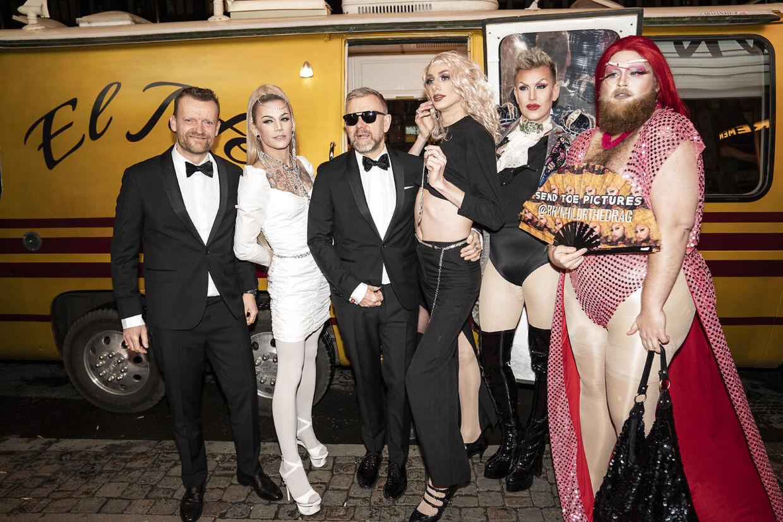 Frank Hvam og Casper Christensen ankom i minibus sammen med deres entourage til gallapremiere på filmen 'Klovn The Final' i januar 2020.