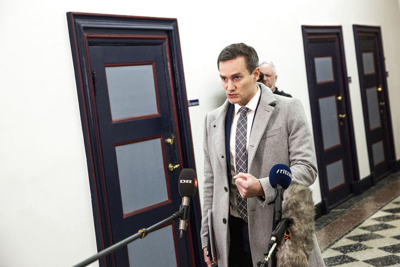 Konservatives Rasmus Jarlov forlader forhandlingerne, ved et doorstep på stengangen i Finansministeriet, mandag den 25. januar 2021.. (Foto: Ólafur Steinar Gestsson/Ritzau Scanpix)