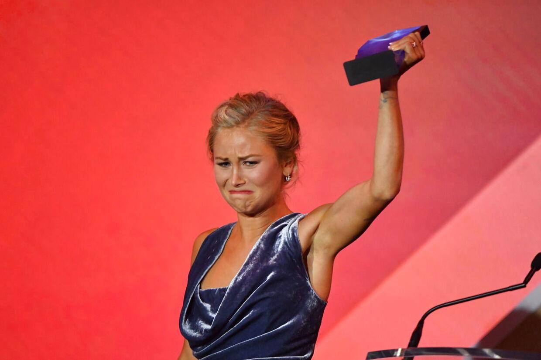 Årets australier Grace Tame var tydeligt berørt, da hun modtog prisen.