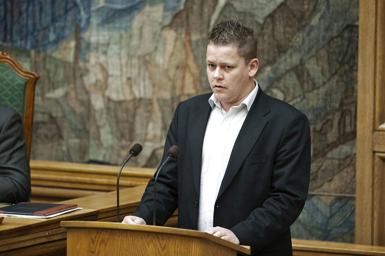Dennis Flydtkjær, DF, gik ned med stress i slutningen af 2016. Han kunne ikke sove, og havde superhørelse. Han endte med at opgive lokalpolitik.