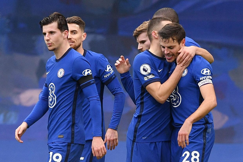 César Azpilicueta (til højre) åbnede målscoringen, da Chelsea søndag vandt med 2-0 over Burnley. Justin Tallis/Reuters