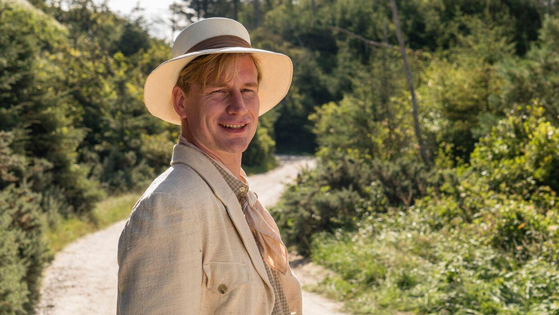 Andreas Jebro er ny i 'Badehotellet' som Hr. Villumsen.