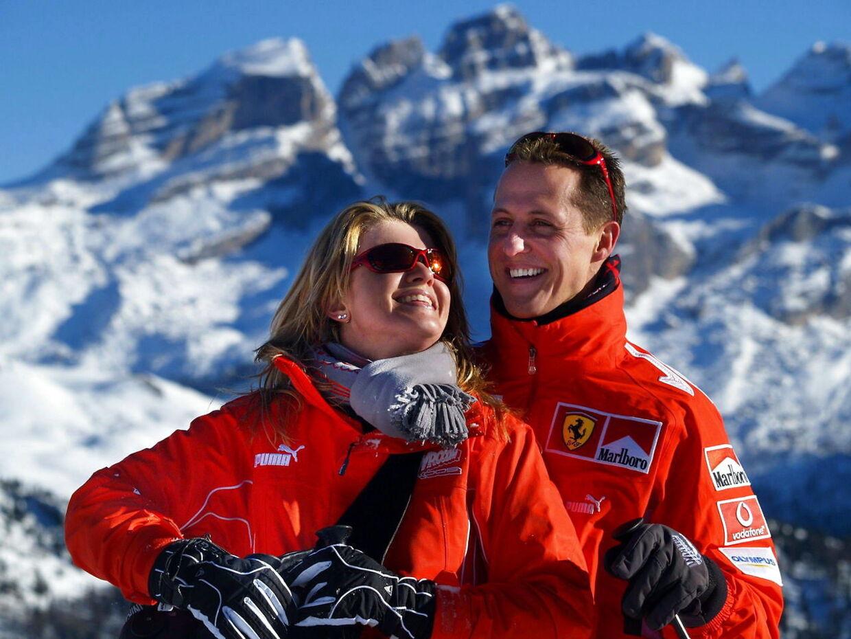 Michael Schumacher og hustruen Corinna under en skiferie i januar 2005. Knap ni år senere kom Formel 1-legenden ud for en alvorlig ulykke.