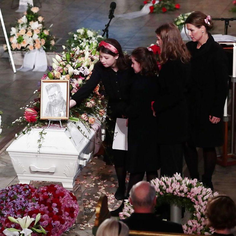 Prinsessen og døtrene til begravelsen.