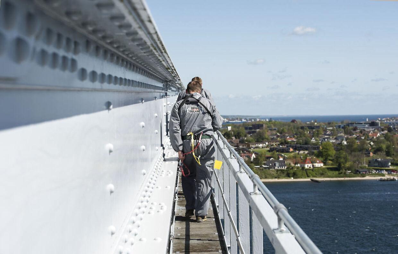 Flere tusinde gæster krydser hvert år den gamle Lillebæltsbro på en særlig gangbro, der udgør forlystelsen Bridgewalking.